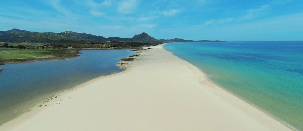 Consigli pratici per una bella vacanza al mare sardegna - Spiaggia piscina rei ...